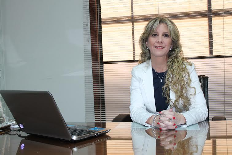 Carolina Vega Cameroni inició sus labores en El Sol del Paraguay Compañía de  Seguros y Reaseguros S.A. en el año 1989. Actualmente, con 25 años de experiencia  en el sector asegurador, ocupa el cargo de Gerente General y Presidente del  Directorio. Es Licenciada en Administración de Empresas, graduada en la Universidad  Nacional de Asunción y Master en Administración de Empresas de la Universidad  Católica de Asunción en un convenio con el INCAE Business School.