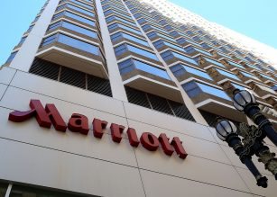 (FILES) This file photo taken on November 15, 2015 shows  a Marriott hotel in San Francisco, California.  Marriott International on March 21, 2016 made a roaring comeback in its battle to build the world's biggest hotel group, winning Starwood Hotels's green light for an improved bid and pushing Chinese rival Anbang to the sidelines. Only days after Starwood dumped Marriott as a merger partner in favour of an Anbang-led consortium, Starwood's board endorsed a higher Marriott offer, both hotel companies said in a joint statement.  / AFP PHOTO / GETTY IMAGES NORTH AMERICA / JUSTIN SULLIVAN