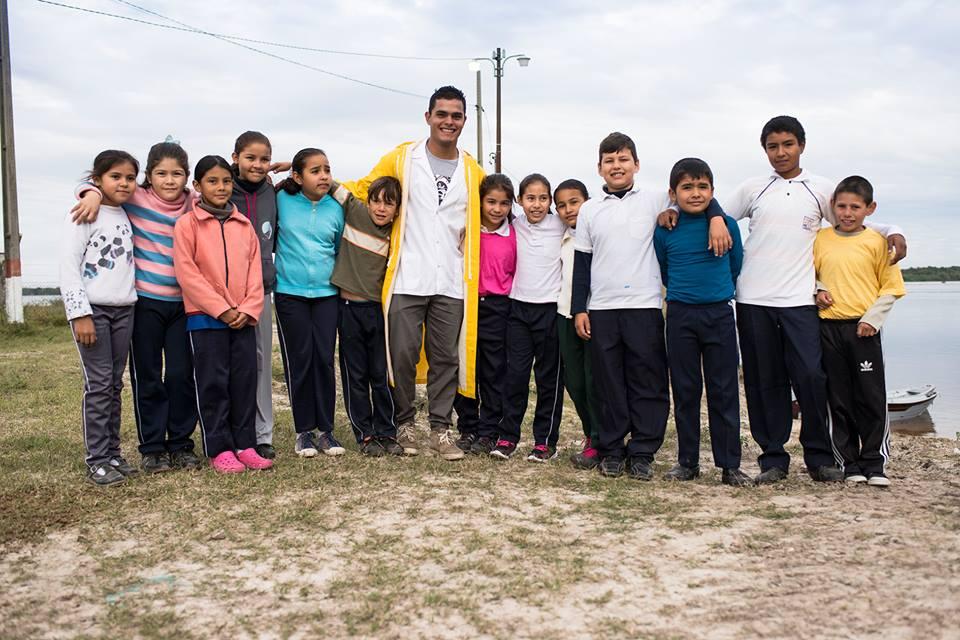 Dr. Nemecio Acosta y niños